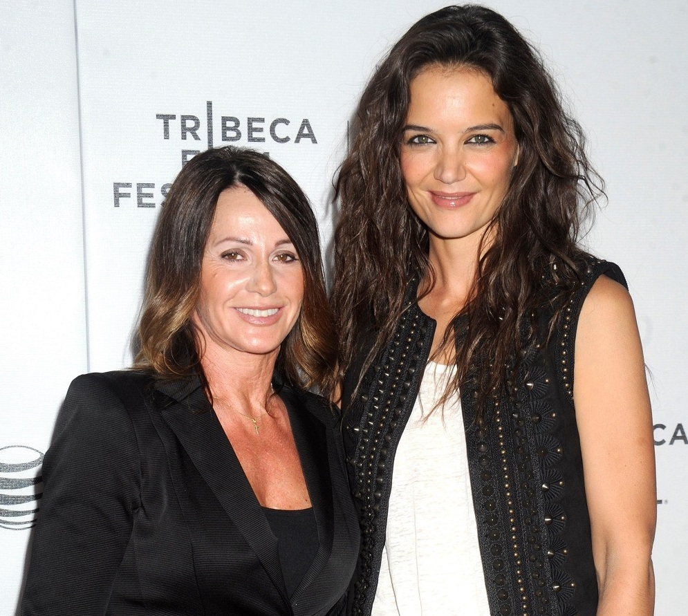 Who does Katie Holmes Love In Hollywood and Beyond?